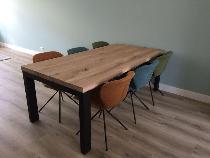 Eiken tafel - 6 cm dik - metalen X onderstel 10x10 cm