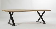 Eiken tafel opgedikt blad - metalen onderstel gedraaide poot